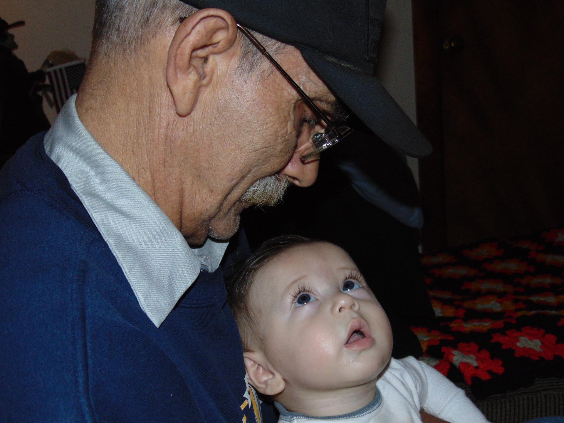 grandparents-1017825_1920